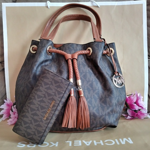 246378947ef9 Michael Kors Bags | Purse Bag W Nwt Wallet | Poshmark